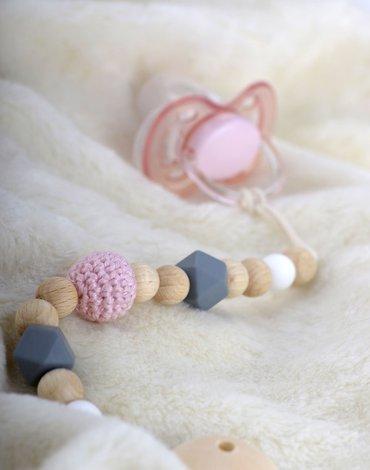 Zawieszka do smoczka, pudrowo różowy materiał, Kikadu