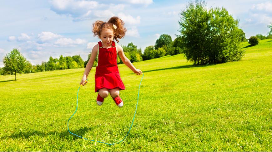 Skakanka – prosty przyrząd, fantastyczna zabawa