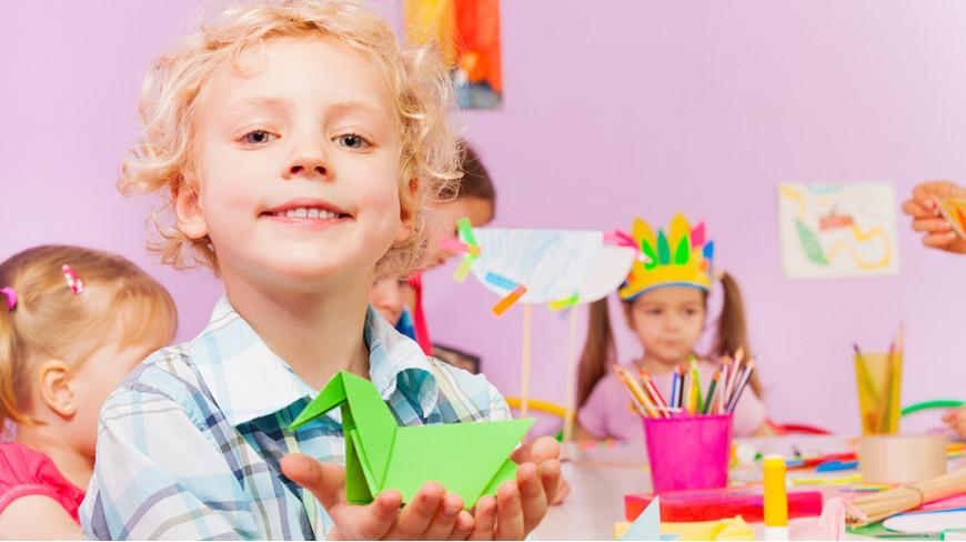 Aby wspierać rozwój dziecięcej wyobraźni – szukamy odpowiednich zestawów artystycznych dla pociechy