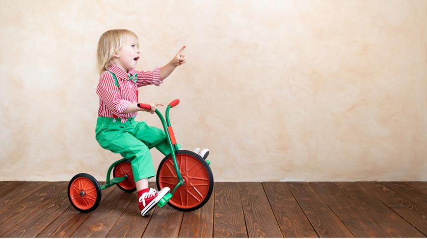Rowerki trójkołowe – adekwatne do wieku wsparcie rozwoju